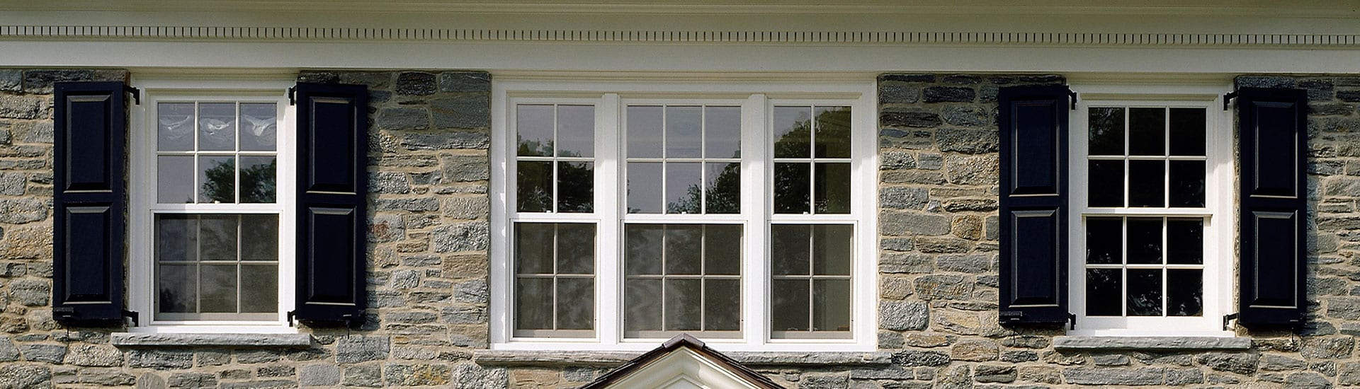 Double hung windows with integrated screens